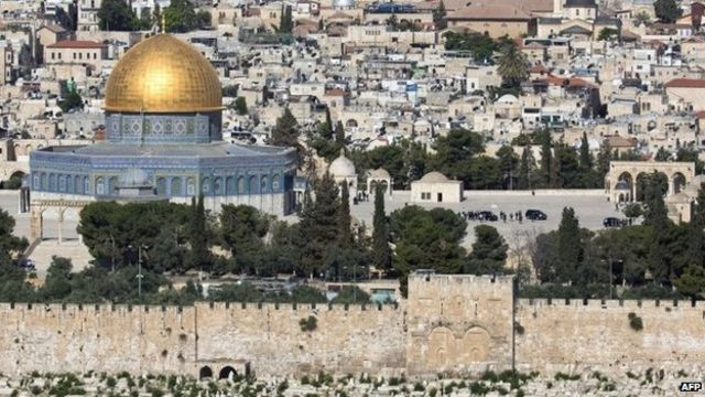 Pope visits Jerusalem holy sites on last day in Middle East
