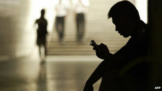China to 'clean up' instant messaging apps