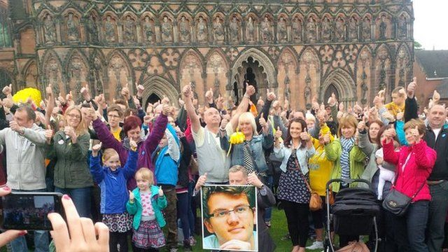 Thumbs up for Stephen Sutton
