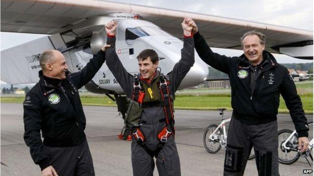 Solar Impulse 2: Plane makes inaugural flight