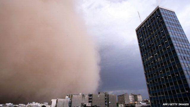 Sandstorm engulfs Tehran