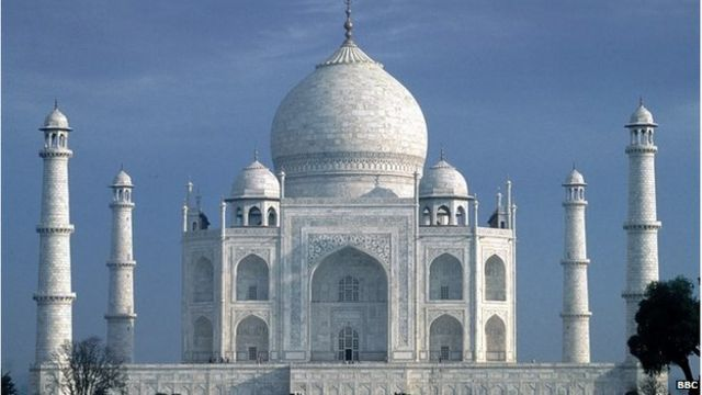Taj Mahal: mud-pack treatment for pollution stains