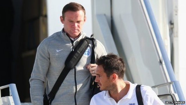 Wayne Rooney and Frank Lampard disembark plane