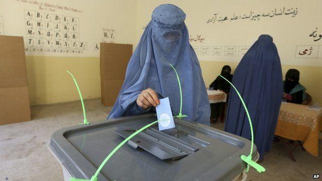 Woman casts ballot in Jalalabad