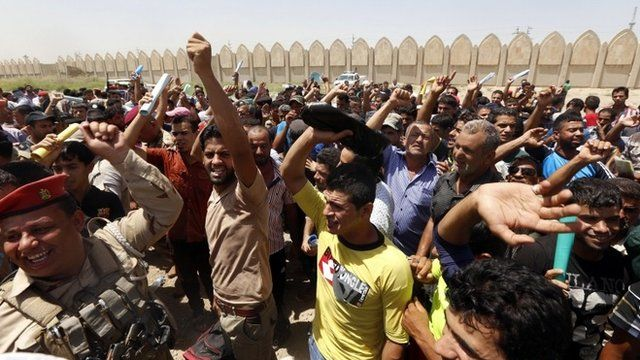 Men volunteering to join counter-offensive in Baghdad