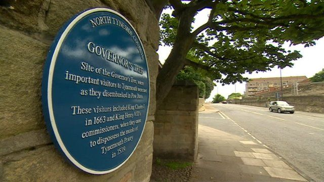 Blue plaque marking Charles I's visit to Tynemouth
