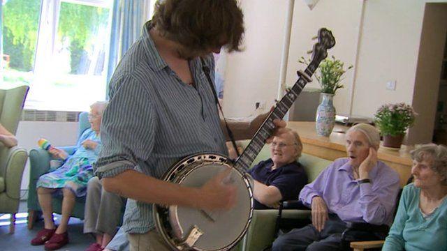 Banjo player at care home