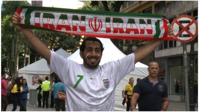 Shahrouz Fakhimi holds an Iran scarf