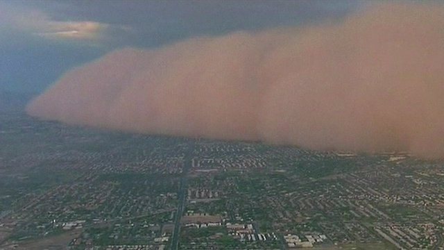 Dust storm sweeps across Phoenix, Arizona