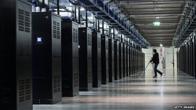 Russian MPs back law on internet data storage