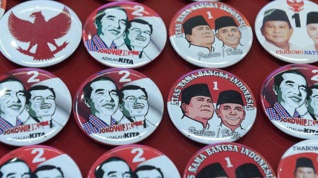 Pins featuring presidential candidates Joko Widodo and Prabowo Subianto in Jakarta, Indonesia, 2 July 2014