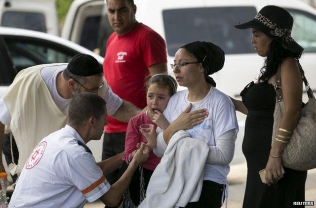 Thousands flee northern Gaza after Israel warnings