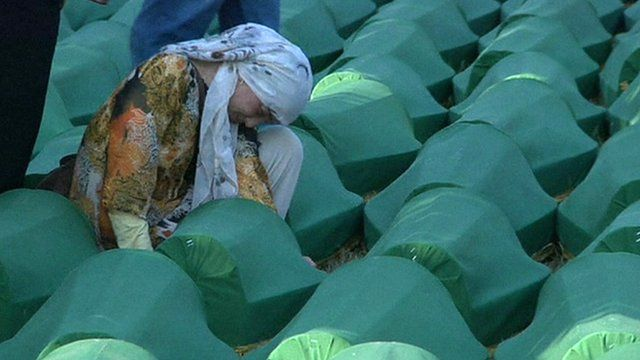 Mourning woman in Srebrenica