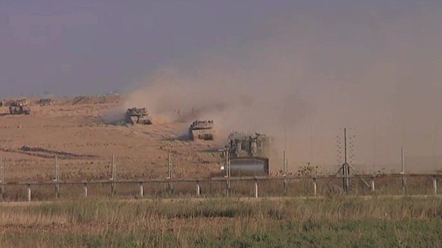 Israeli tanks firing in to Gaza