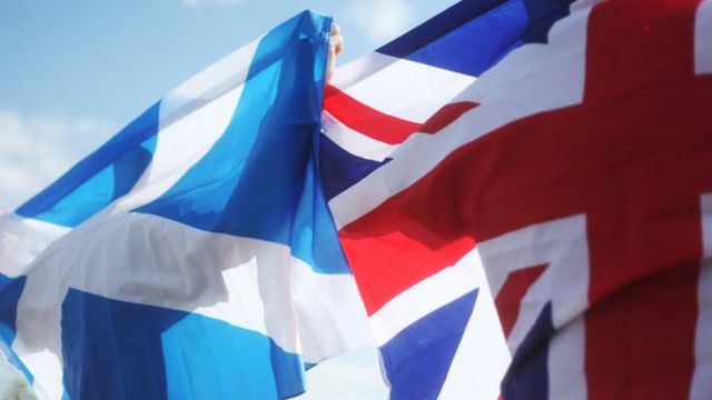 Scottish independence: UK leaders pledge parliament powers