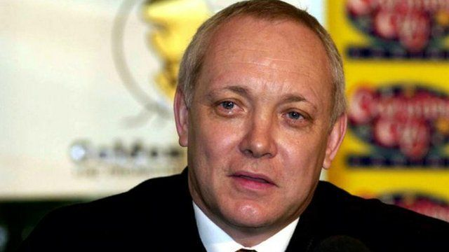 Boxing promoter Frank Maloney has revealed he is now living as a woman called Kellie