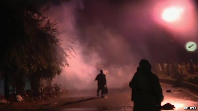 Protesters in Islamabad outlined against teargas haze