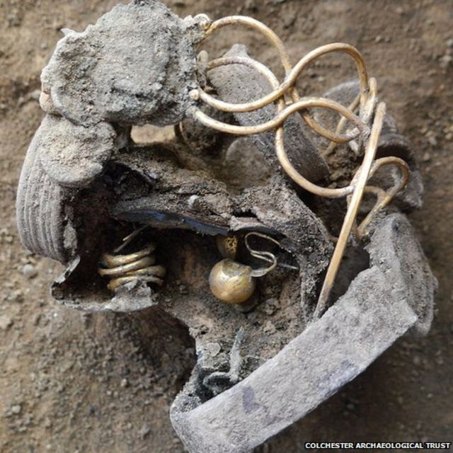 Colchester Roman jewellery found hidden under shop