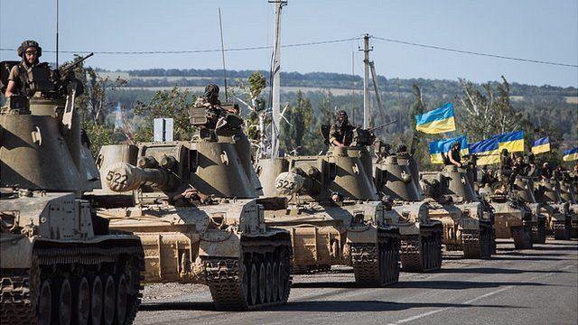 Ukrainian tanks drive on a road on the outskirts in the eastern Ukrainian city Slaviansk, Ukraine, 03 September 2014.