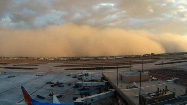 A dust storm approaches Phoenix airport
