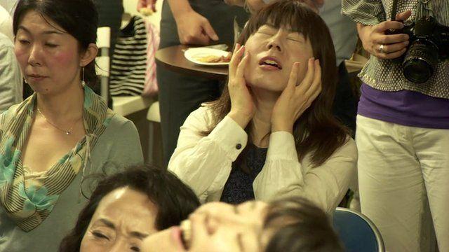 People in a bar in Tokyo watching Japan's Kei Nishikori lose the US Open