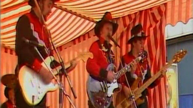 Arthur Andrews and his Cowboys from Wolverhampton entertain the crowd.