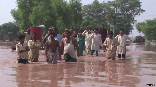 Flood victims in Jhang floodwaters, Punjab province