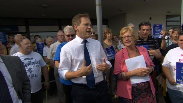 Grant Shapps MP visits Manston Airport campaigners