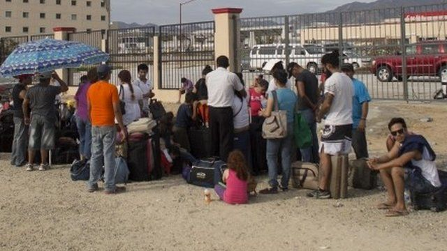 Tourists stranded outside airport in San Jose de los Cabos