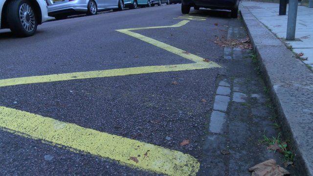 Zigzag road marking