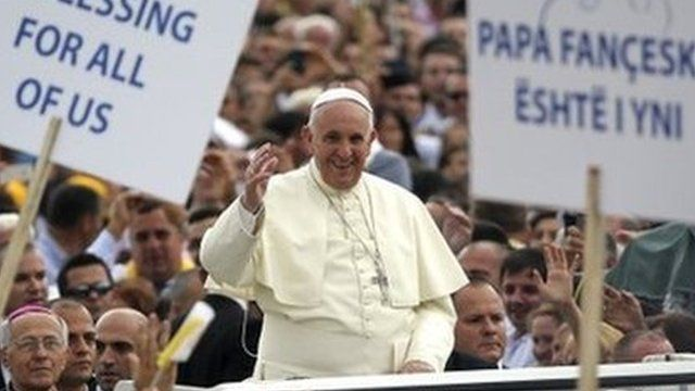 Pope Francis waves to crowds in Tirana. Photo: 21 September 2014