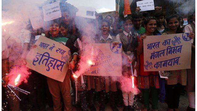Children celebrate India's successful space mission