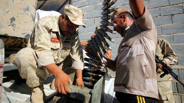 Members of the Iraqi Shiite militia, Asaib Ahl Al-Haq, preparing their ammunition during a battle against Islamic state (IS) in the town of Jurf al-Sakher, south of Baghdad