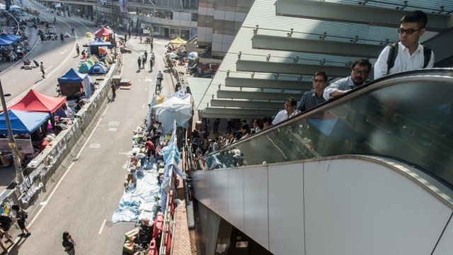 Hong Kong commuters return to work as pro-democracy protestors refuse remain on streets