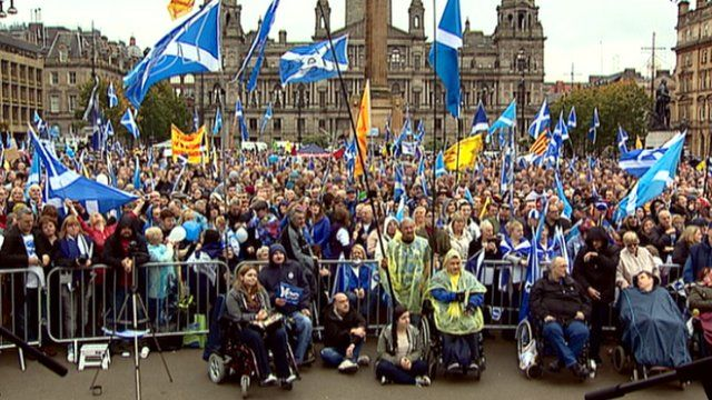 Crowd in George Square