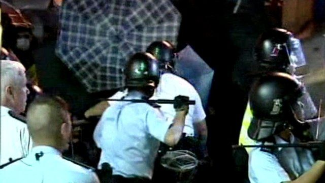 Police use batons in underpass