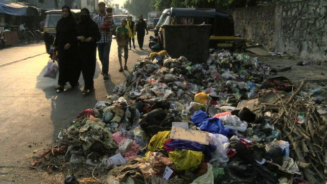 Pile of rubbish on a street in Mumbai