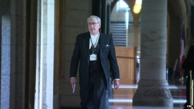 Kevin Vickers holding a gun