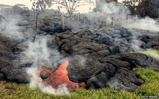 Hawaiian village evacuates as Kilauea lava threatens