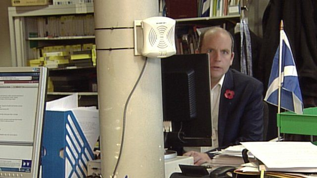 Glenn Campbell in BBC Edinburgh newsroom