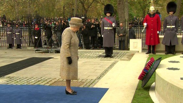 The Queen lays a wreath at Wellington Barracks