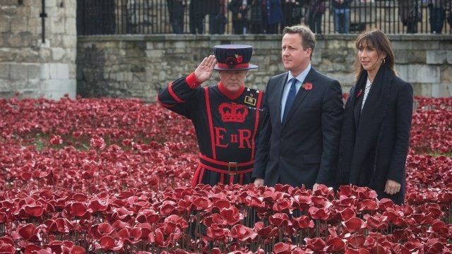 David Cameron and his wife visit the Tower of London