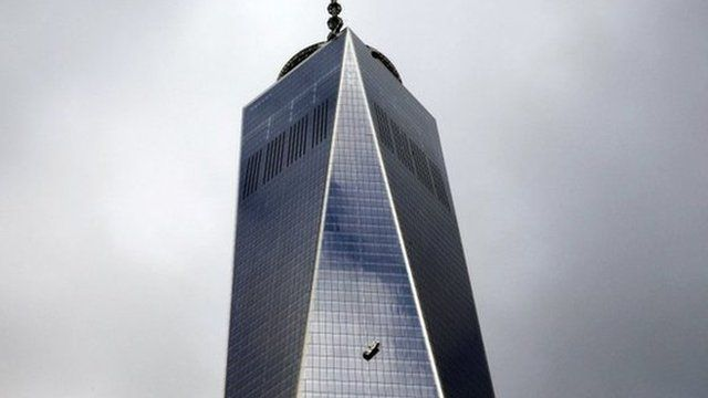 Stranded window washers hang on the side of 1 World Trade Center in New York 12 November 2014