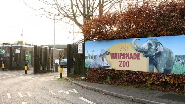 Sign at the entrance to Whipsnade zoo in Dunstable