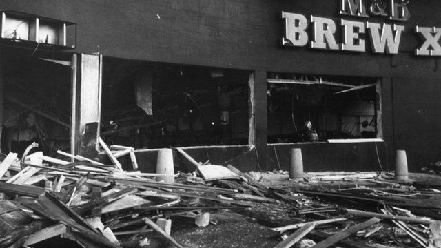 """Wreckage and debris litter the street outside the """"Mulberry Bush"""" public house in Birmingham in 1974"""