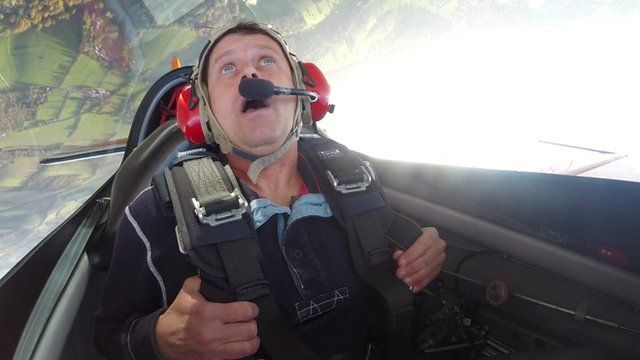 Mike Bushell has a go at aerobatcis