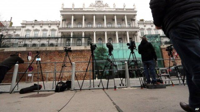Reporters stand next to cameras in front of Palais Coburg where closed-door nuclear talks on Iran's nuclear programme take place in Vienna. Photo: 22 November 2014