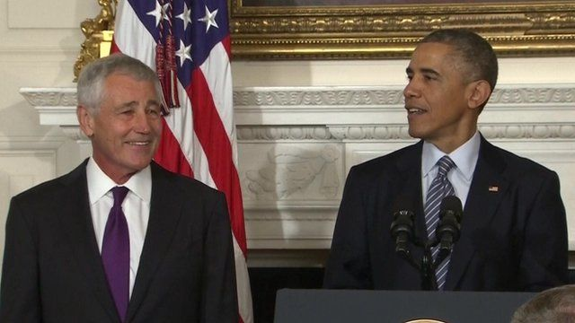 Chuck Hagel (l) is to step down as US defence secretary