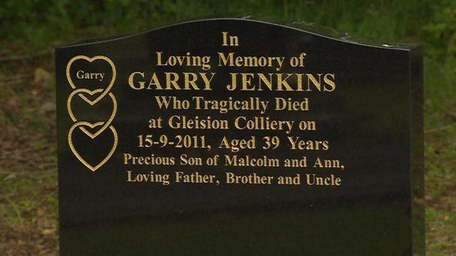 Carreg fedd Garry Jenkins