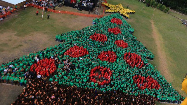 World's largest human Christmas tree